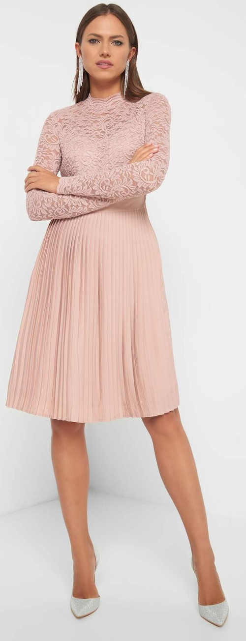 Elegáns rózsaszín csipke ruha
