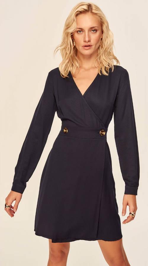 Fekete ruhás, hosszú ujjú ruha