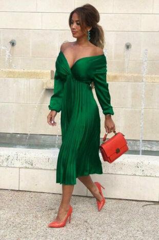 Luxus formális ruha, nyakkivágással és redős szoknyával