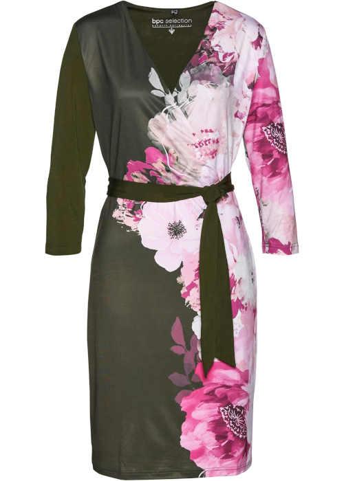Divatos kötött ruha lenyűgöző színösszeállításban