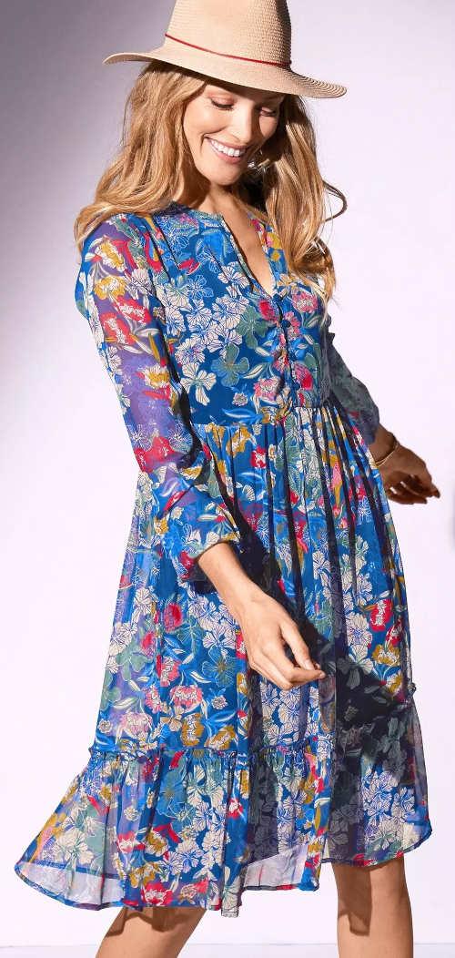Kék virágos nyári ruha hosszú ujjú, könnyű voile-ból készült kék virágos nyári ruha