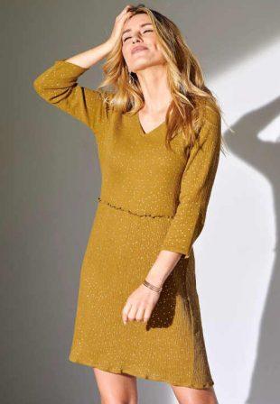 Stílusos női egyszínű ruha fodros derékrészen