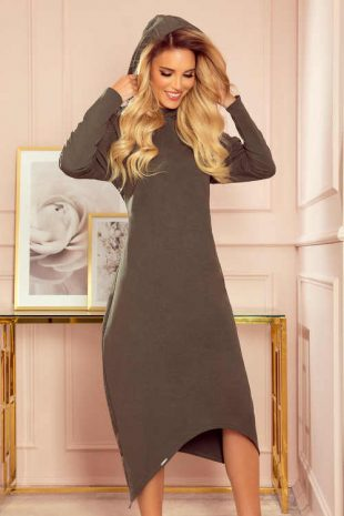 Kényelmes anyagból készült, modern, midi hosszúságú, kapucnis ruha.