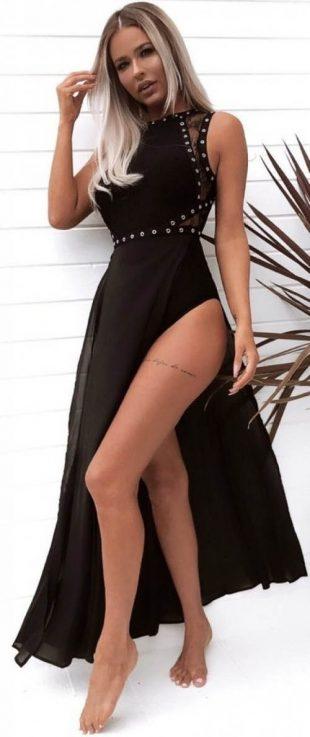 Fekete estélyi ruha, amely az egész combot feltárja