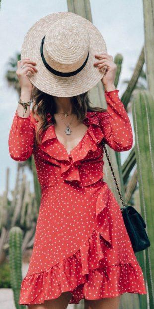 Piros pöttyös nyári ruha pöttyös pöttyökkel
